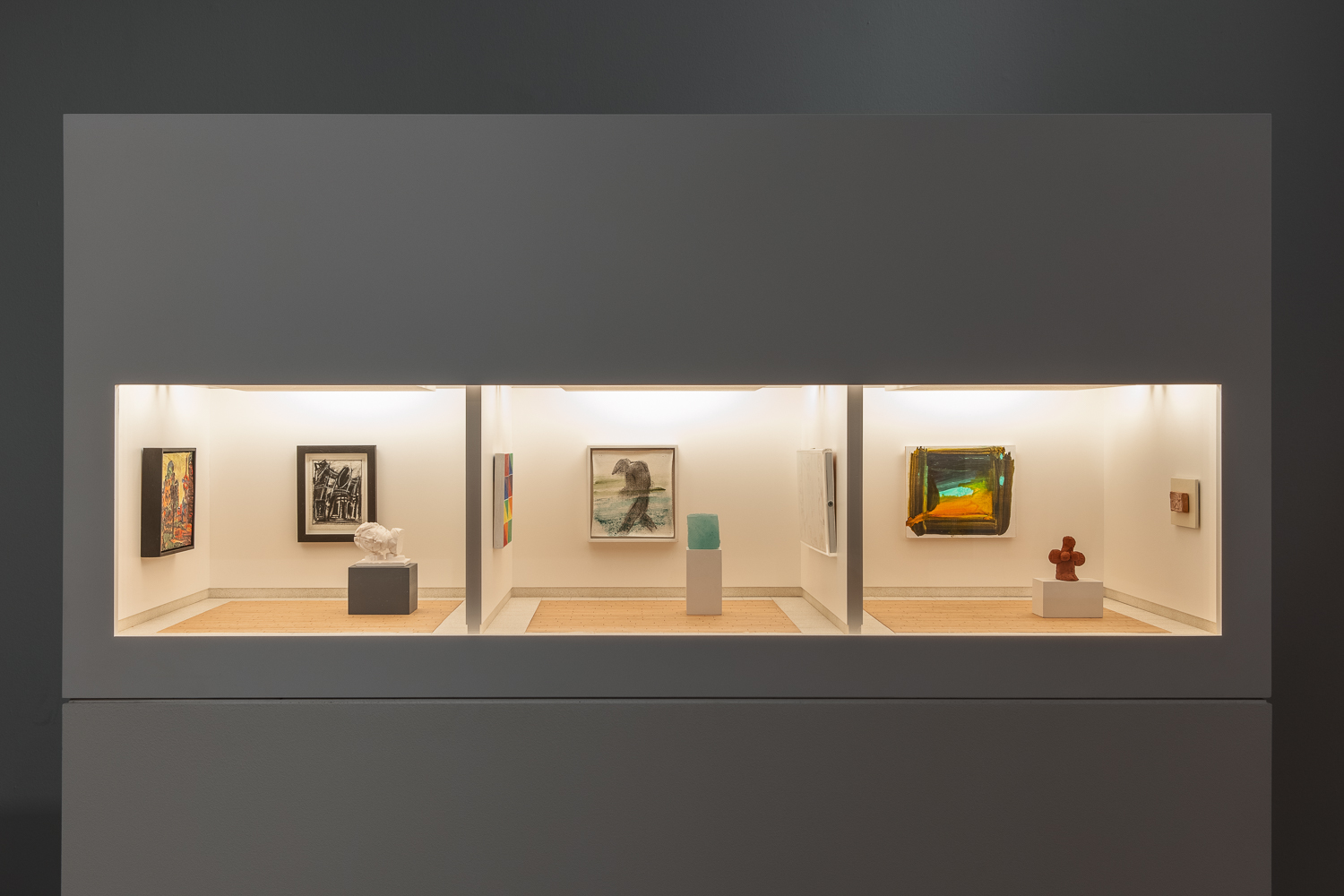 A model art gallery consisting of three rooms with white walls and wooden and stone-look flooring. In each room of paintings and sculptures.