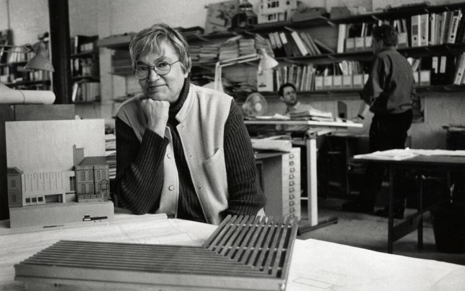 MJ Long in her studio, Photograph Anne-Katrin Purkiss 2006